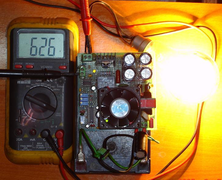 接200w灯泡时,储能电容电压(空载800v,后级频率150hz占空比10%)