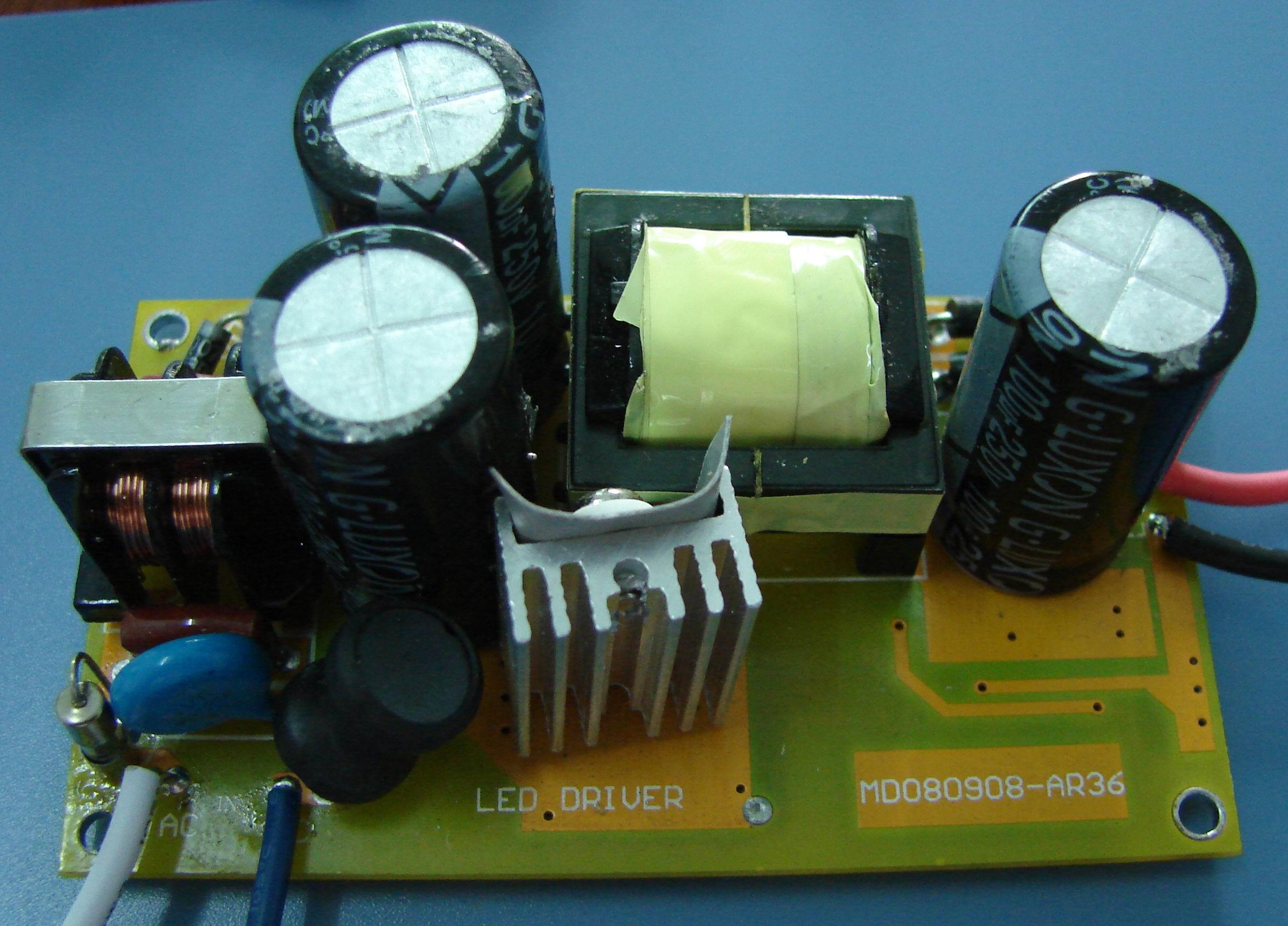 我公司推出的led路灯电源,输入dc12v-24v-36v-48v 和输入ac85-264v的