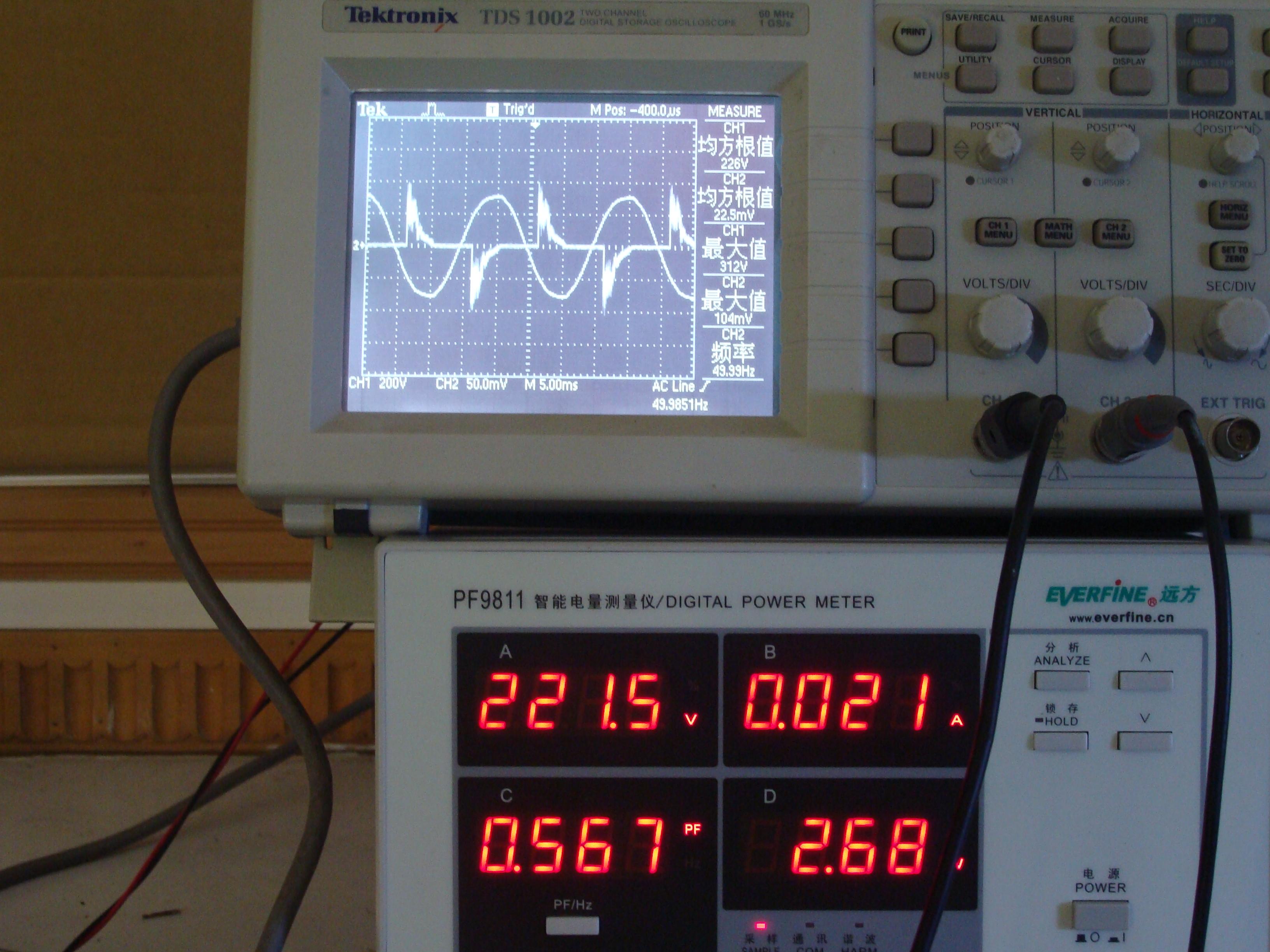 未串入电感镇流器的输入电压电流波形