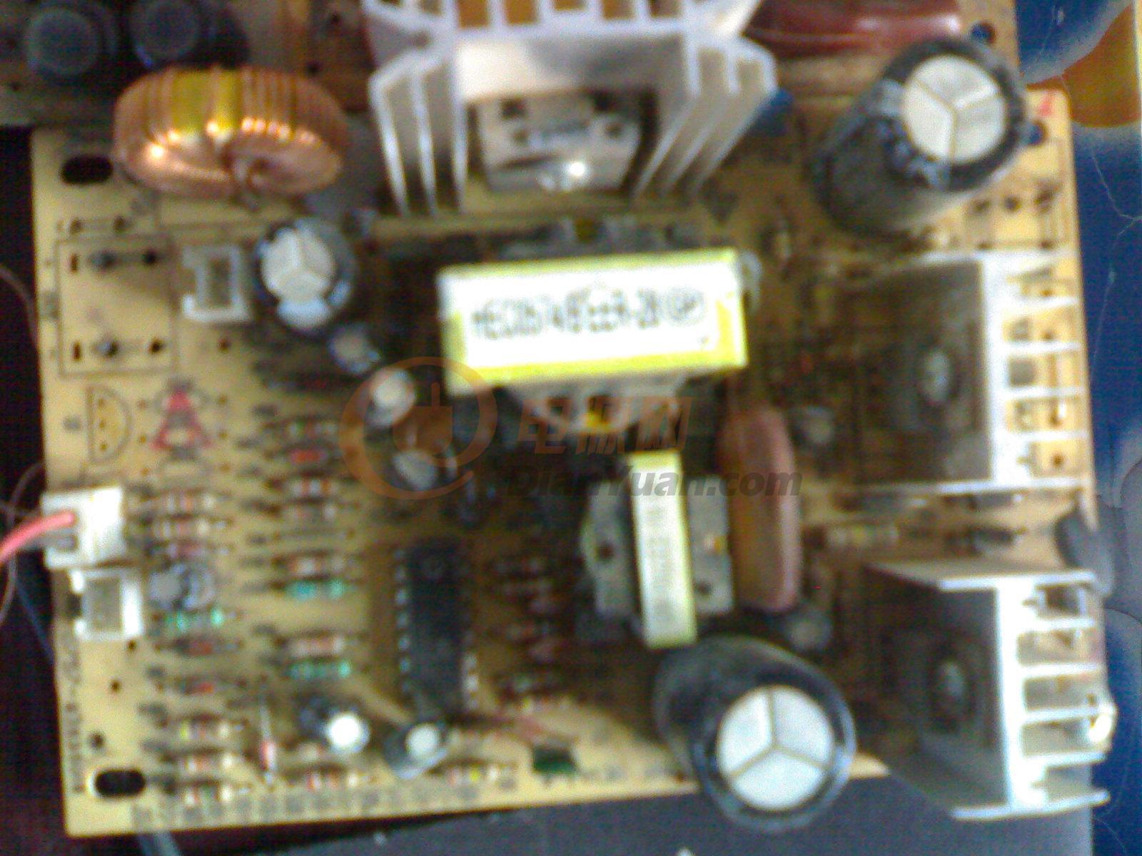 这是电脑电源和饮水机线路板的对比图
