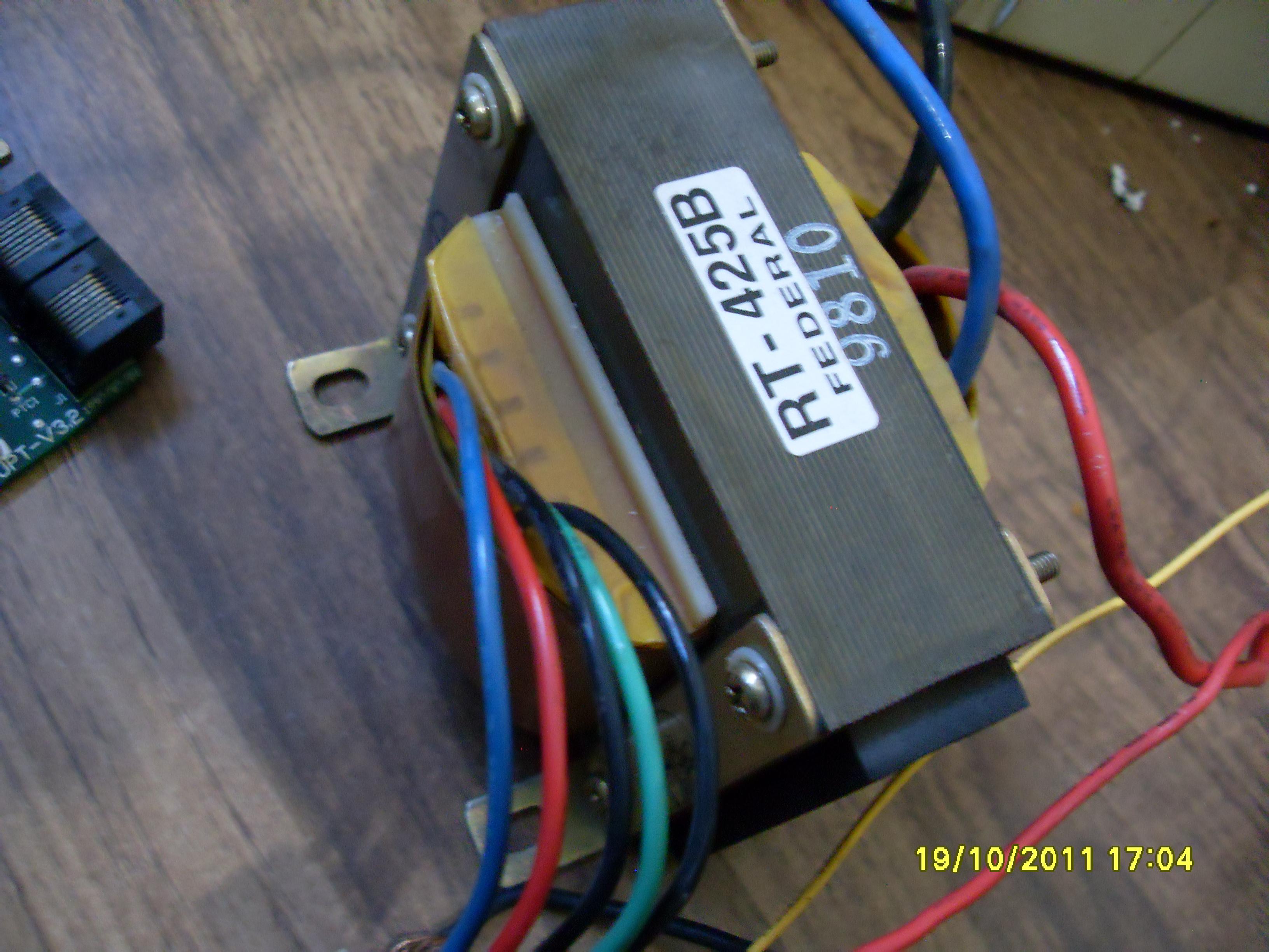 结果发现变压器很臭,我估计是变压器高压绕组线圈