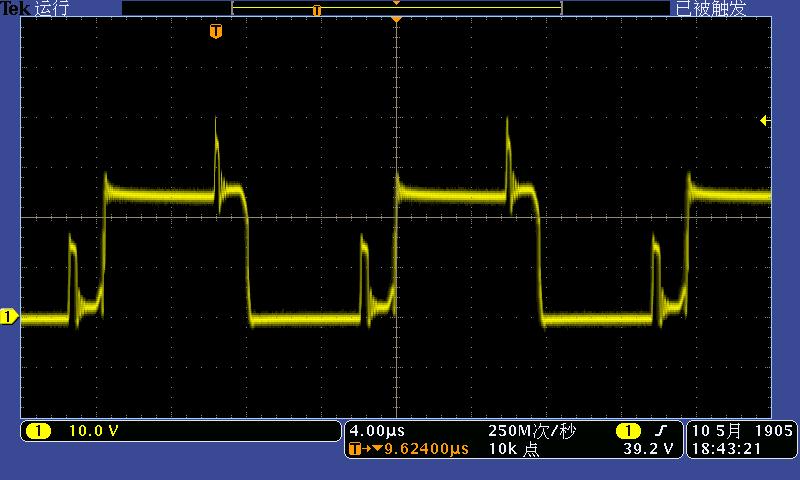 这个是所用前级升压电路结构。 这个是前级管子DS电压波形  上电经过5分钟后的DS间电压波形。 这种波形在这个电路结构下算正常吗?如何消除波形所反映出来的震荡?随着时间的延长上升沿的上冲震荡会逐渐变大是什么原因?可以通过什么方法进行抑制?谢谢各位