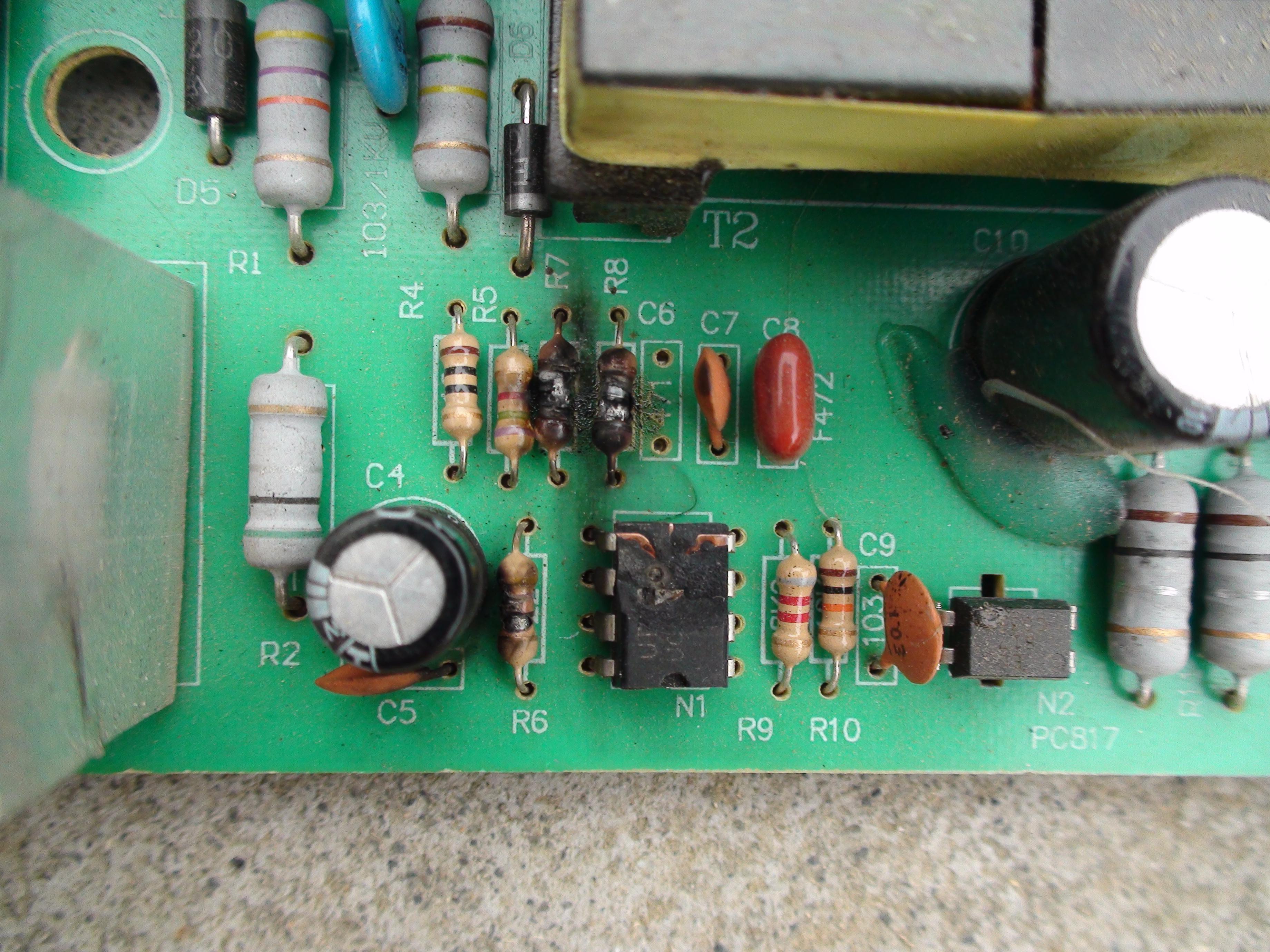 一电瓶车48v充电器一集成块和几个电阻烧黑看不出型号